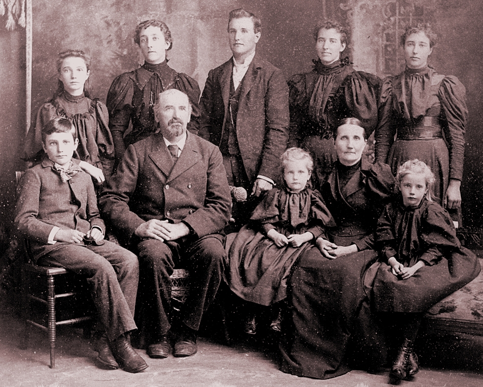 The gallery for --> Wealthy Family Portrait